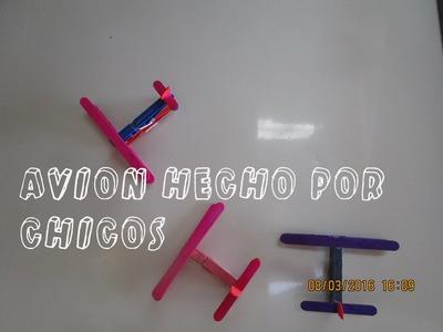 AVION HECHO POR NIÑOS  Luz Mireya Martinez