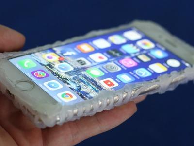 Cómo hacer una cubierta de teléfono - con pegamento caliente