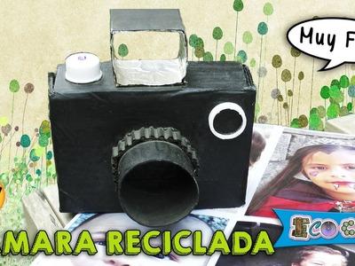 Cámara fotográfica reciclada (juguetes de cartón)