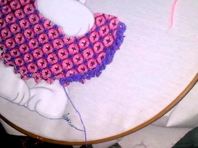 Maestra mari luna bordando el vestido de la conejita