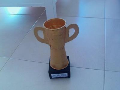 Trofeo con 2 vasos de plastico muy facil