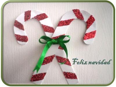 Decora tu puerta para navidad con unos sencillos bastones navideños de foamy