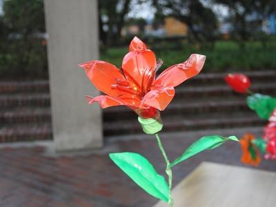 Así se hace una flor con materiales reciclables