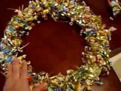 Corona de dulces navideña con aros de bordar