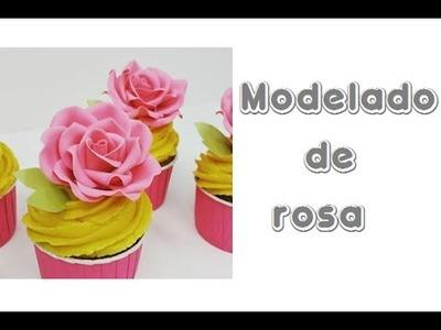 Modelado de rosa en pasta de azúcar