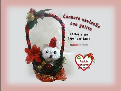Canasta navideña con gatito, cestería con papel periódico - Christmas basket with kitten