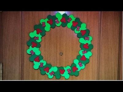 DIY Corona de Navidad de Mickey Mouse.  Mickey Mouse Christmas Wreath