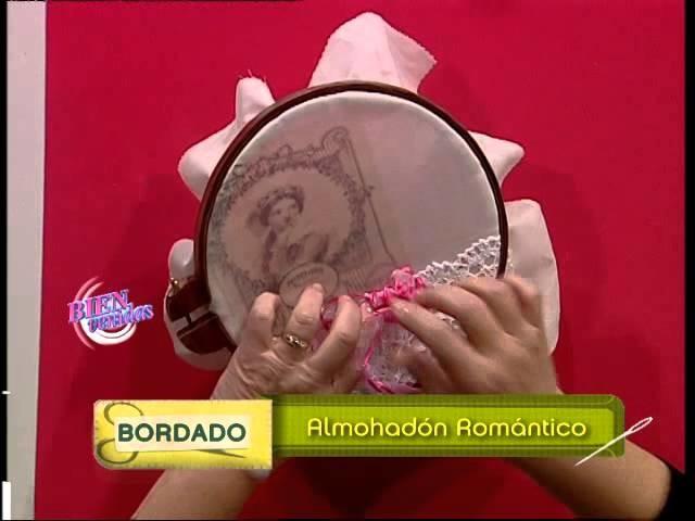 Hilda Rinaldi - Bienvenidas TV - Borda un almohadón romántico con cintas.