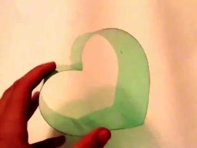 Caja con botella de pet en forma de corazón