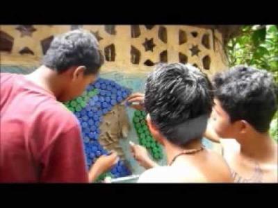Instrucciones para hacer un mural de tapones de plastico