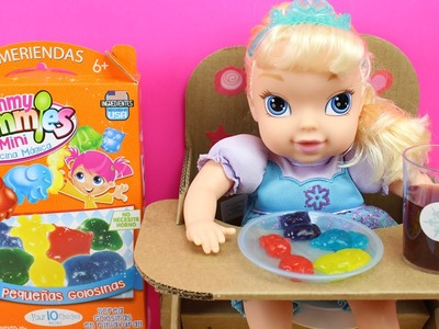 Juguetes de cocina para hacer golosinas | La muñeca Bebé Elsa de Frozen hace gominolas | DIY candy