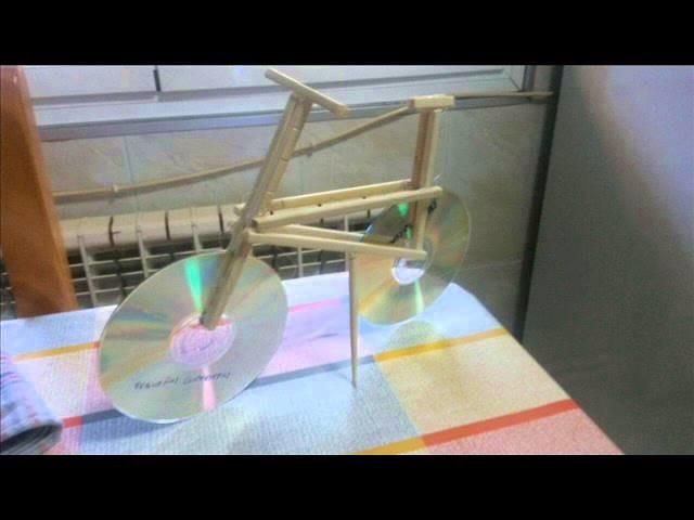 Diseño de programas en Educación Social.UNED. Bicicleta con materiales reciclados.