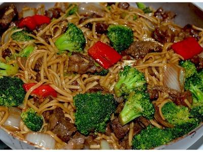 Carne con brocoli y tallarines