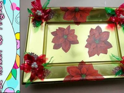 DIY Como decorar una bandeja con decoupage y flores de navidad, pascuero