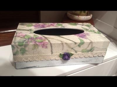 Caja de pañuelos decorada con decoupage