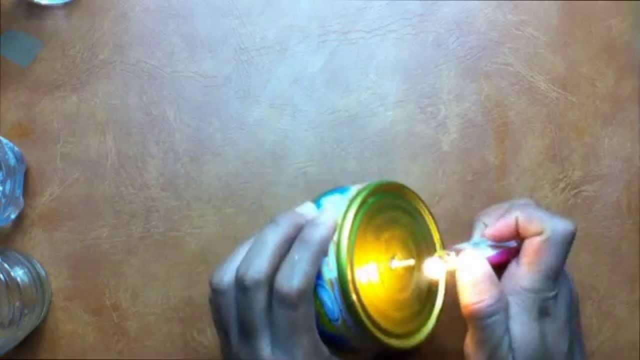 Cómo hacer una lámpara de emergencia con una lata de atún