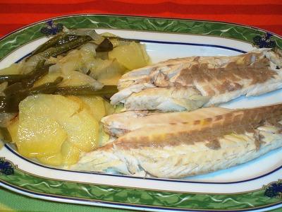 Lubinas a la sal con patatas a lo pobre - La Cocina de Loli Domínguez