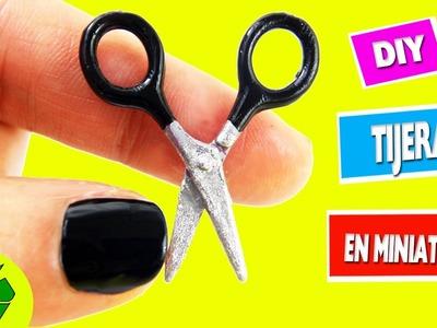 ✂ DIY | Cómo hacer tijeras  en miniatura que si funcionan - Manualidades para tus muñecas