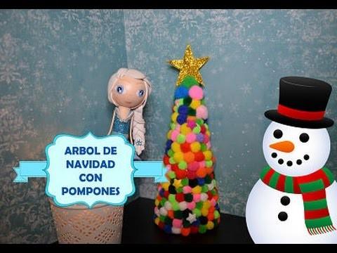 Árbol de Navidad con pompones multicolor