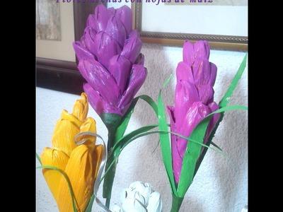 Flores hechas con hojas de maíz. DIY.