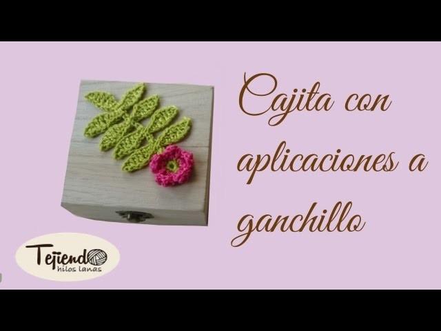Cajita con aplicaciones a ganchillo ( 1 )