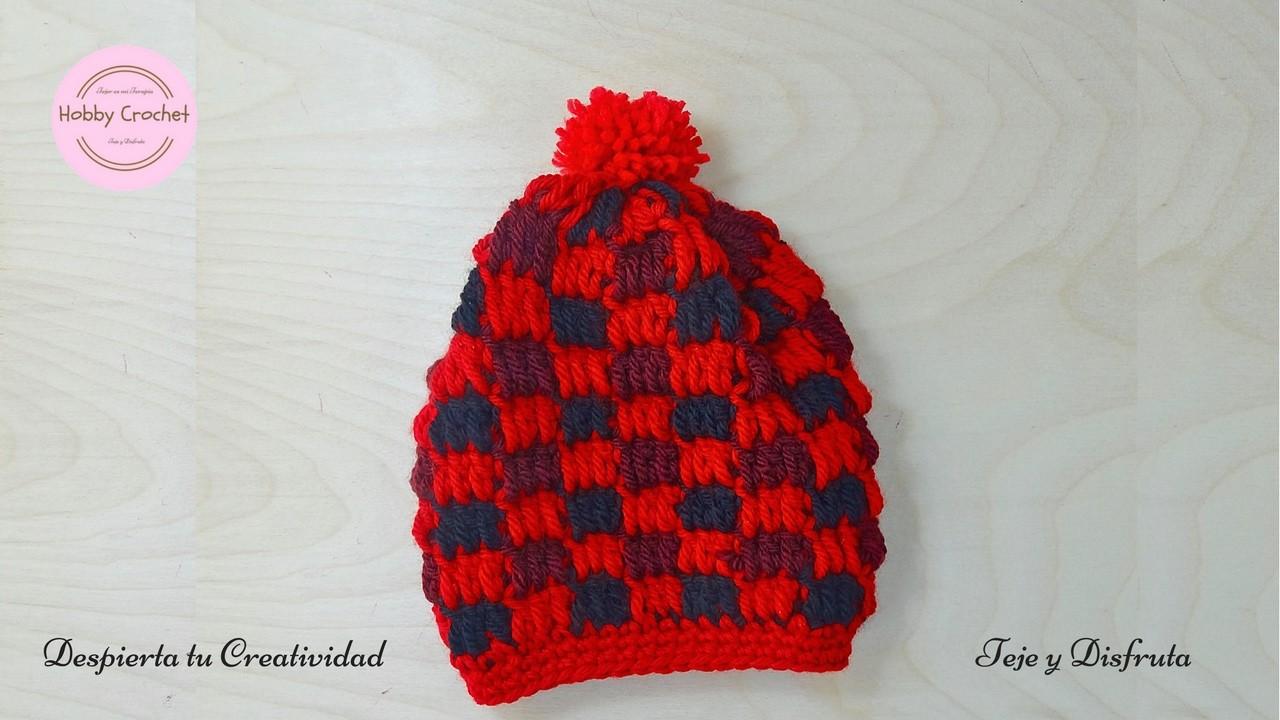 Gorro entretejido a crochet en tres colores, paso a paso