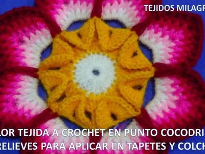 Flor tejida a crochet en punto cocodrilo y relieves para aplicar en tapetes y colchas paso a paso