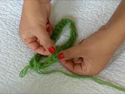 Cuello de lana tejido con los dedos