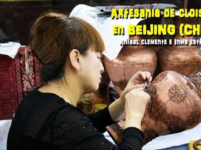 La técnica del Cloisonné en la artesanía china. Beijing (China)