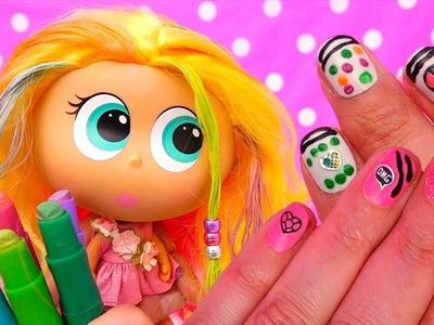 Le pintamos el cabello a Berinaiz de juguetes Distroller y set DIY de esmaltes para pintar uñas
