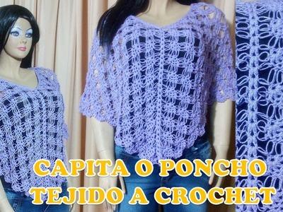 Capita o poncho calado tejido a crochet en la combinación del punto piña con espuma de mar
